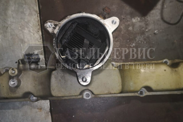 Выпускной коллектор газель в нем сажа от нагара
